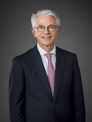 Dr. Albrecht Langhart